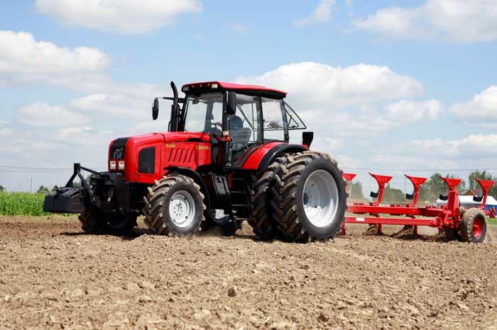 Трактор МТЗ с навесным оборудованием