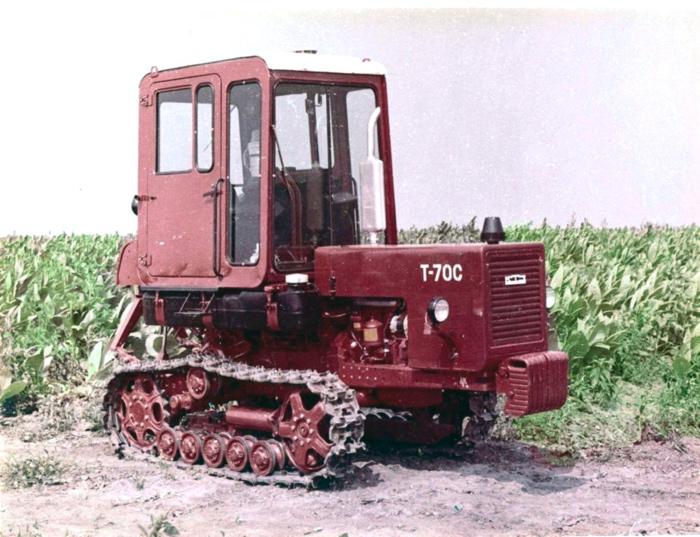 Гусеничный трактор МТЗ