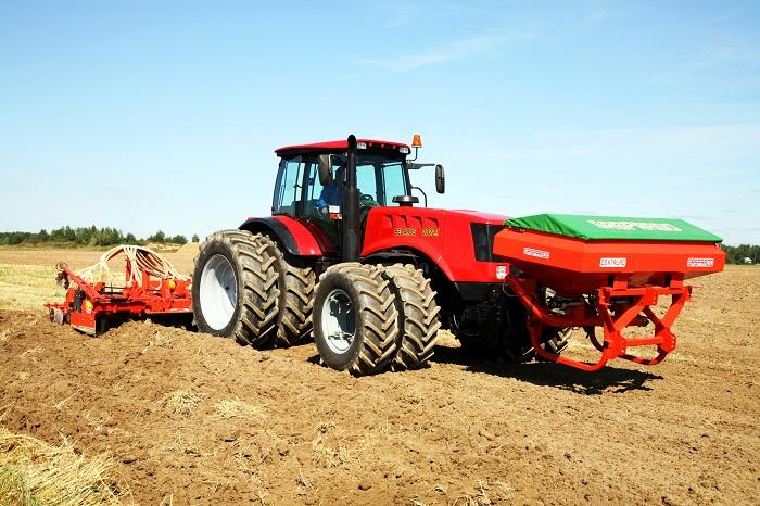 Трактор беларус 3522 в работе