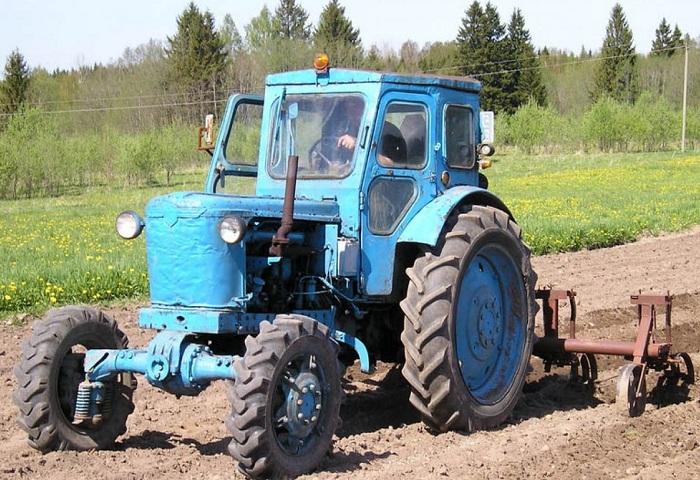 Трактор т 40 ам пашет