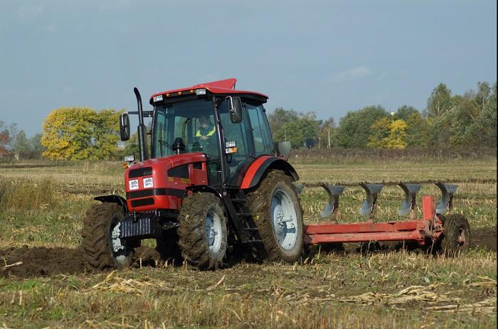 Трактор 1523 МТЗ в работе