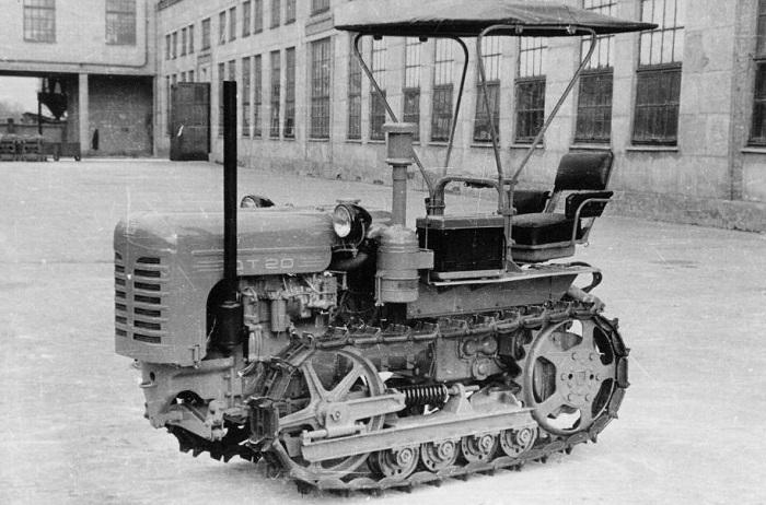 Редкая гусеничная версия трактора ДТ 20
