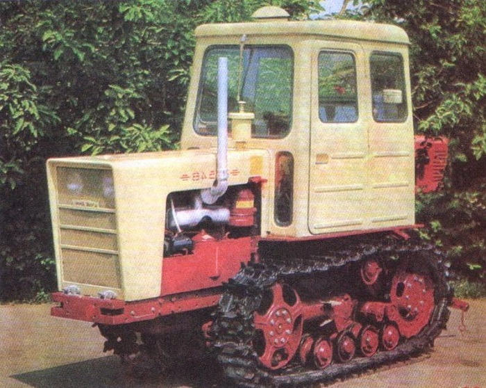 Трактор Т 54