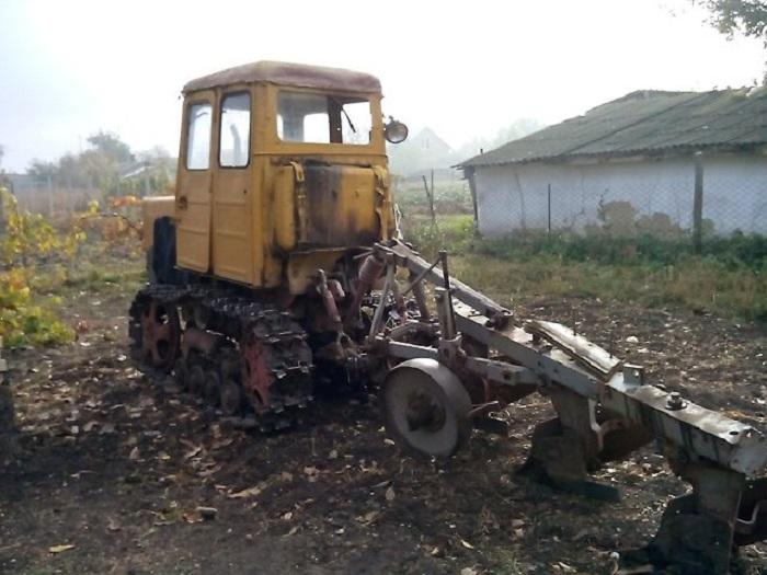 Трактор Т 54 в работе