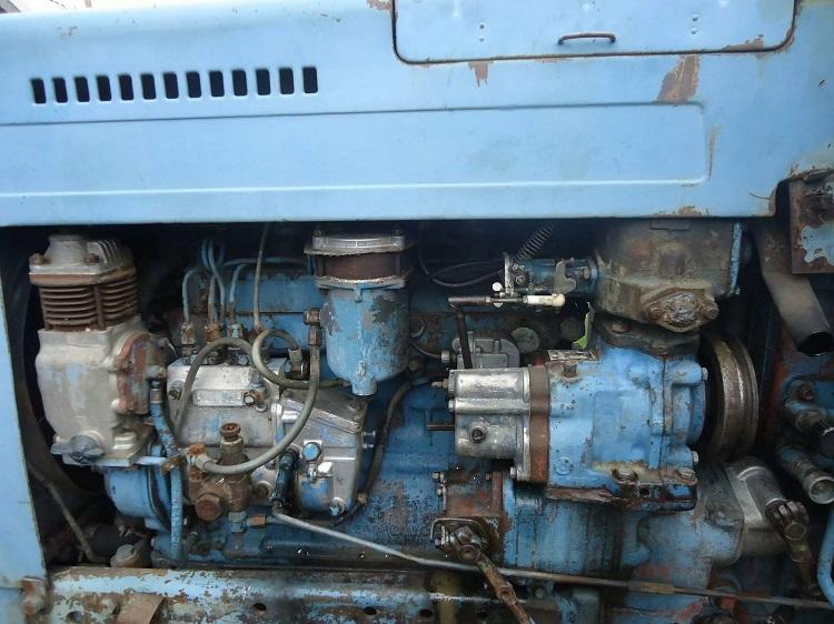 Установка двигателя в тракторе