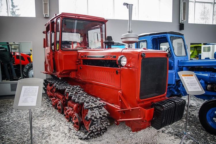 Трактор ВТЗ ДТ-75