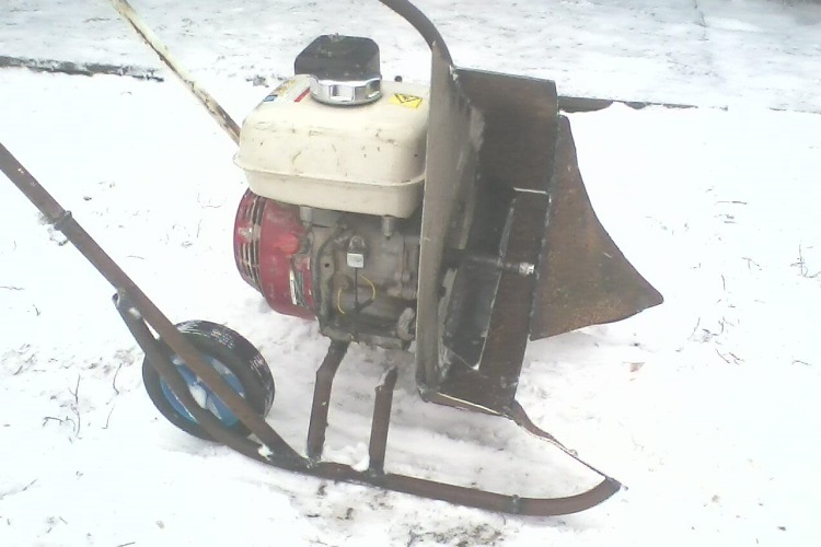 Модель снегоуборщика