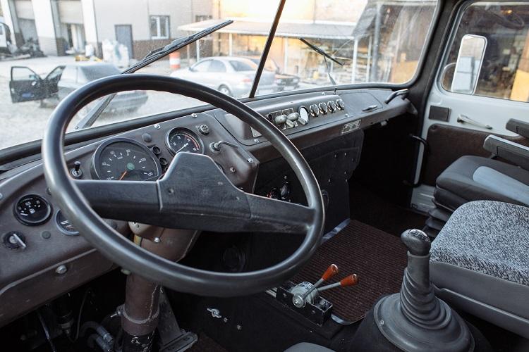 Салон автомобиля Ифа