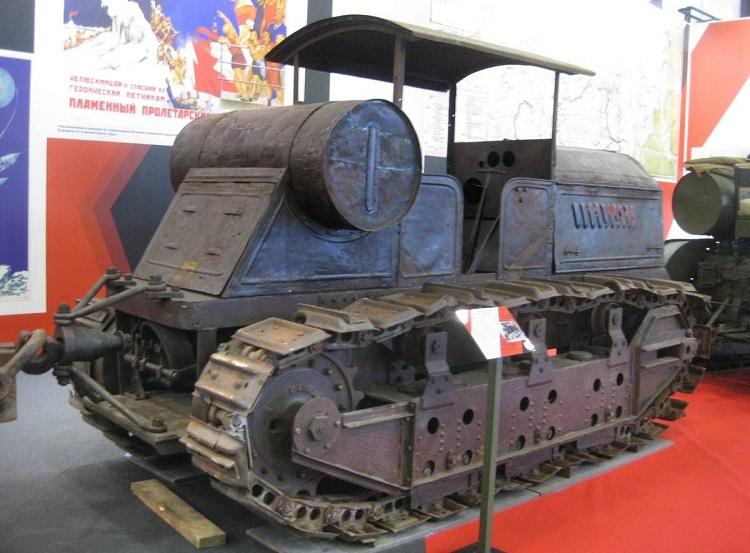 Модель трактора Коммунар